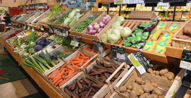 L'alimentation riche en végétaux et bio réduit notre impact sur l'environnement